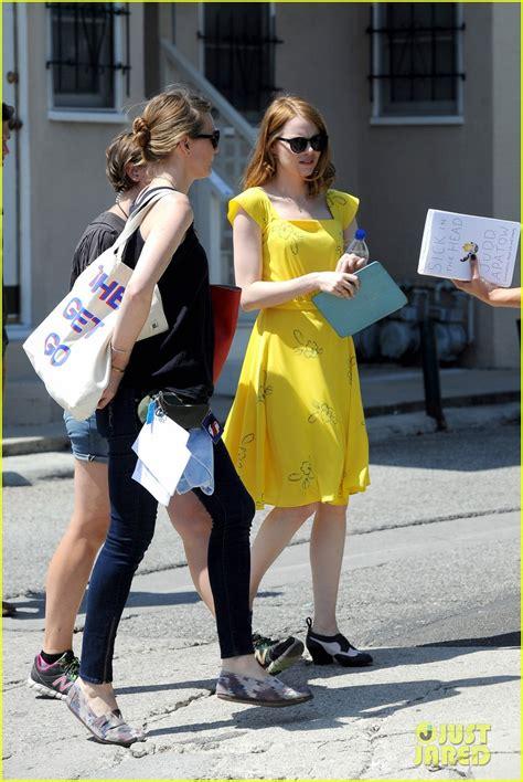 emma stone yellow la la land dress emma stone wears a lovely yellow dress for la la land