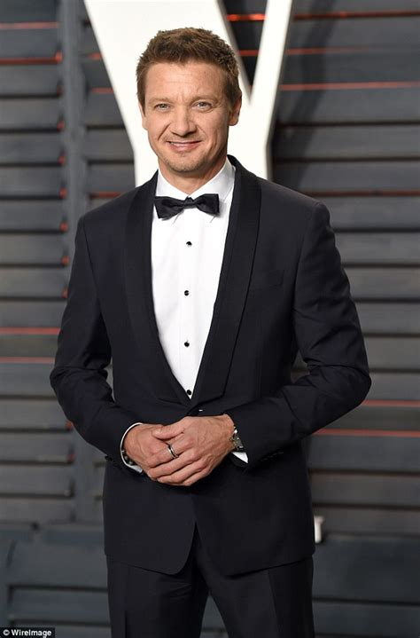 Jeremy Renner admits he will 'sacrifice' anything for his ... Jeremy Renner Fingernails