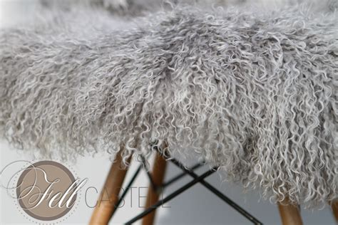 decke mit ärmeln grau teppich tibet lammfell silbergrau decke tibetfell grau mit