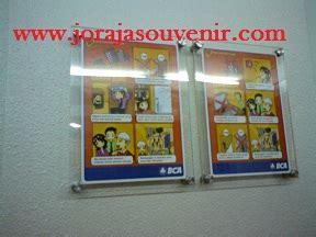 Patung Wisuda Fiber Bening pusat pembuatan plakat medali piala plakat resin