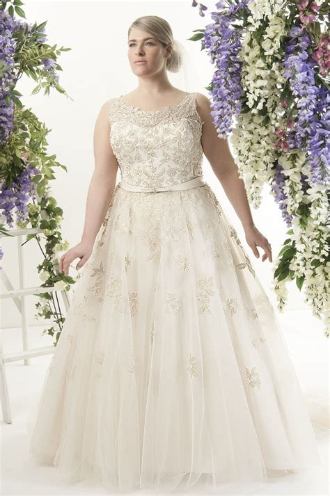 Guide To Plus Size Wedding Dress Styles for Curvy Brides