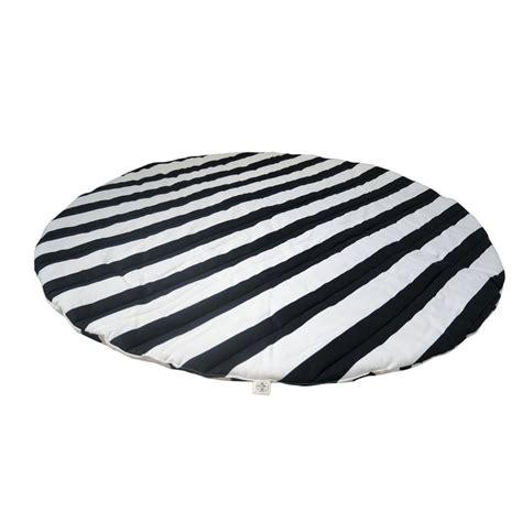 teppiche weiss schwarz teppiche schwarz wei 223 jamgo co