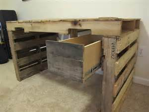 Diy Pallet Desk Diy Pallet Desk With Drawers 99 Pallets