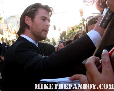 how much can chris hemsworth bench 28 images 105 best