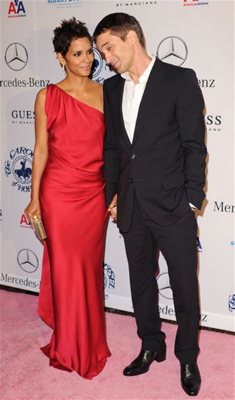 Halle Berry Has A New Dating Strategy by Halle Berry And Olivier Martinez Has The Hopeless