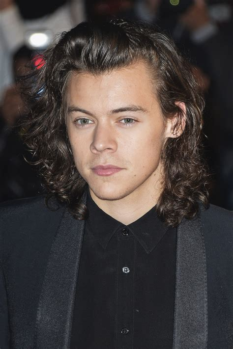 biography harry styles one direction one direction s harry styles gets bizarre beauty treatment