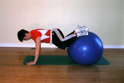 ball plank twist