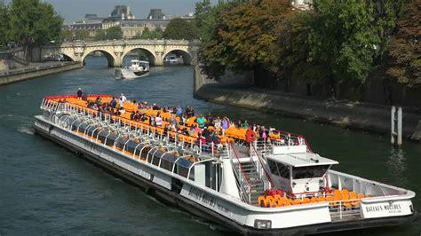 bateau mouche seine bateau d excursion seine paris france 4k stock