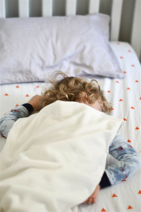 transitioning from crib to toddler bed foolproof tips on how to transition from a crib to a