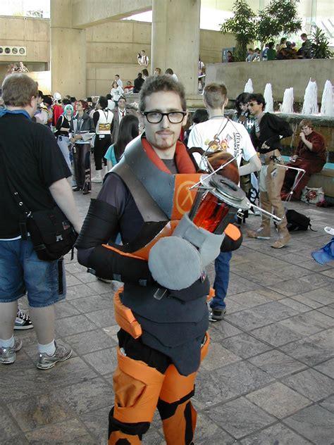 file gordon freeman cosplay jpg wikimedia commons
