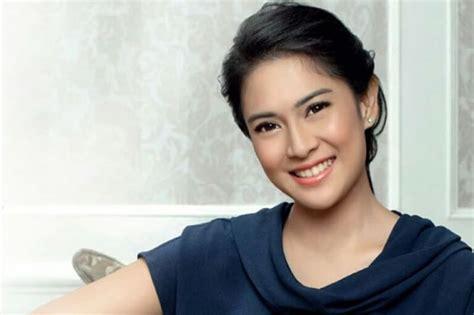 biography of dian sastrowardoyo dian sastrowardoyo an indonesian actress pictures