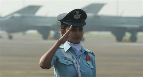 2016 high quality airline pilot uniform for women airlines 11 reasons women should consider joining the indian armed