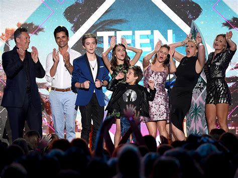 tv show house cast fuller house takes home choice comedy tv show at teen choice awards people com mobile