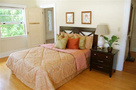Staging A Bedroom Inexpensively And Codeartmedia How To Stage A Bedroom To Sell A House