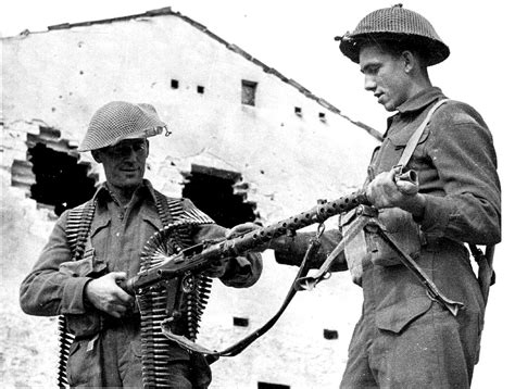 Hv5105 Easy Rider Navy White 40 44 Kode Bis5159 canadian soldiers inspecting a mg34 machine gun in ortona