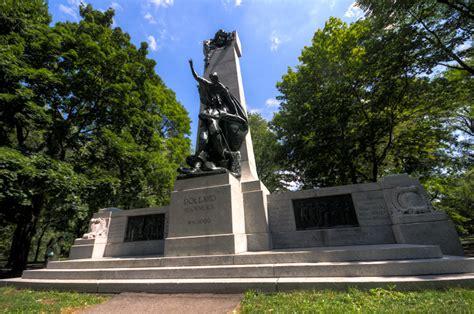 centre d dollard des ormeaux montreal in pictures monument to dollard des ormeaux