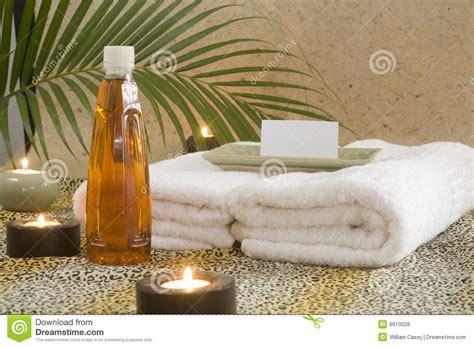 massaggio con le candele olio di massaggio con le candele e la filiale della palma