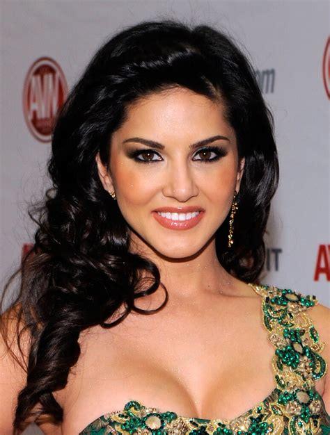 zebra biography in hindi actress sunny leone biography karenjit kaur vohra