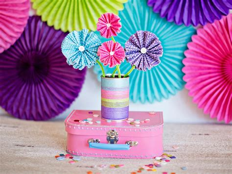 Paper Made Crafts - how to make paper flowers using cupcake liners how tos diy