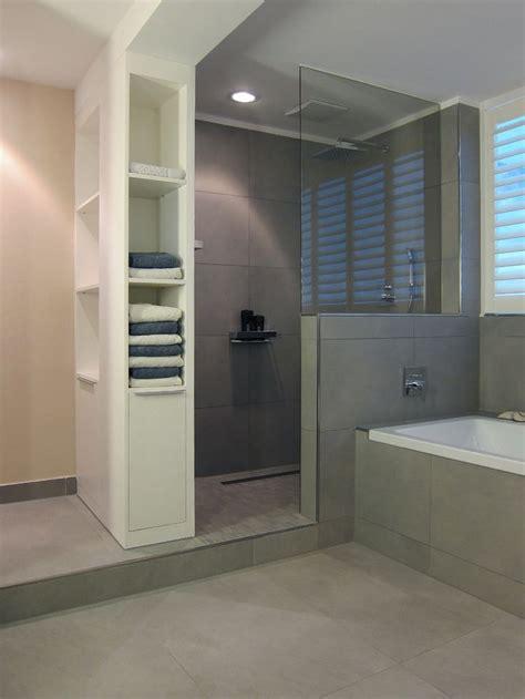fliesen ein badezimmerwand die 25 besten ideen zu duschwand glas auf