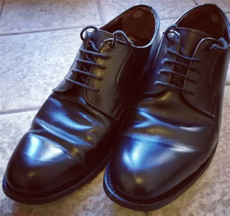 shoe and dress shoes how to use shoe trees and horns to prevent dress shoes from creasing