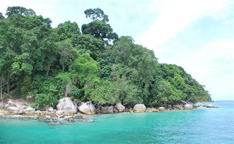 Lu Navigasi Kapal catatan kaki mengasingkan diri ke pulau berhala
