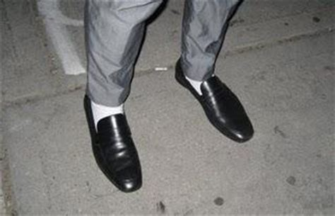 Kaos Putih No Fear your style 15 seconds white socks dress shoes