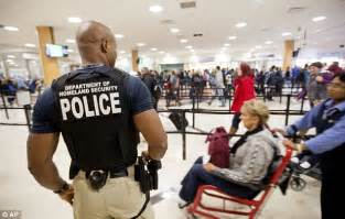 armed guards take nation s airports on busiest travel