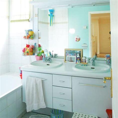 salle de bain marbre et bois