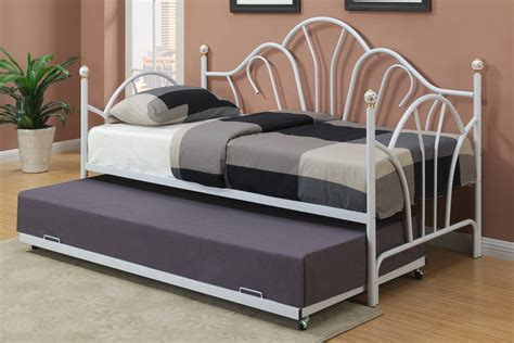 Metal Bedroom Ls by Bedroom White Metal Day Bed F 9235 Discounted Furniture