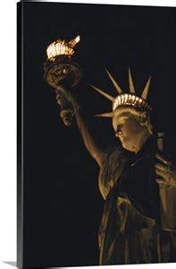 close    statue  liberty  night wall art