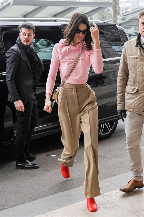 style kendall jenner 2017 kendall jenner chic street style steps out in milan