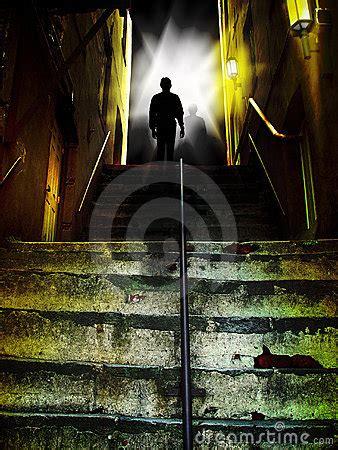 Buku Misteri Horor In Search Of Dracula menulis tangan melalui kisah misteri sari novita