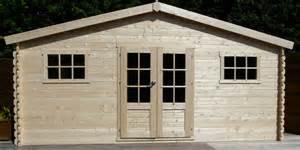 chalet de jardin en bois 20 m2 madriers de 28 mm avec