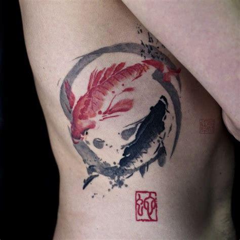 tattoo de pez koi en las costillas las 25 mejores ideas sobre tatuaje pez koi en pinterest
