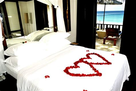 how to surprise him in bed keeppy romantic valentine s day bedroom decorations