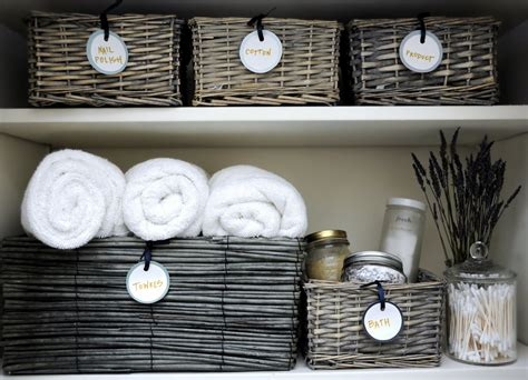 bad aufbewahrung deliciously organized organizing linen closet diy