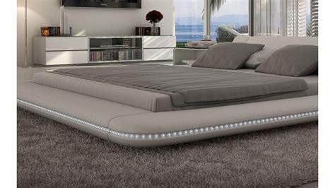 lit design lumineux 160x200 en simili cuir blanc apex