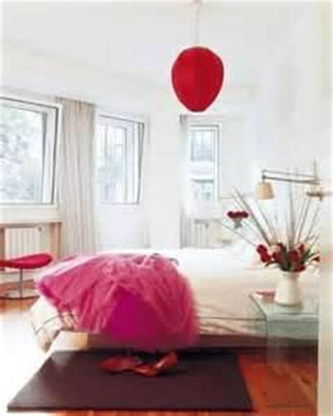 decorating with red photos inspiration for a beautiful sovrumstapeter inspiration inredning