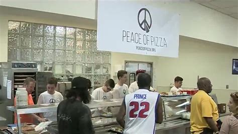 Soup Kitchen Detroit by Peace Of Pizza Feeds Homeless At Capuchin Soup Kitchen