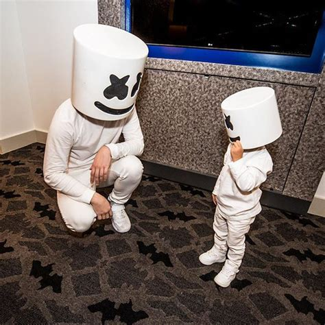 marshmello you and me singer 134 best marshmello images on pinterest malvaviscos