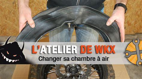 comment changer la chambre 224 air de sa pit bike