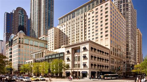 luxury hotels in downtown chicago hotel chicago deluxe suites chicago suites with 5 luxury chicago hotels the peninsula chicago