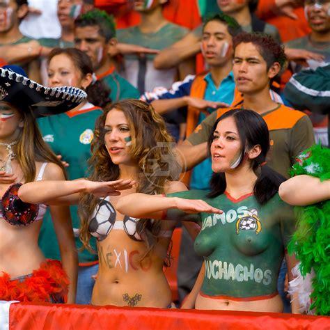 what to get a soccer fan mexican soccer futbol calcio fans 33photo