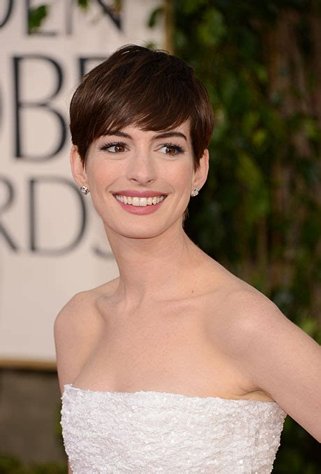 short hairstyles golden globes classic short hair wedding style anne hathaway s side