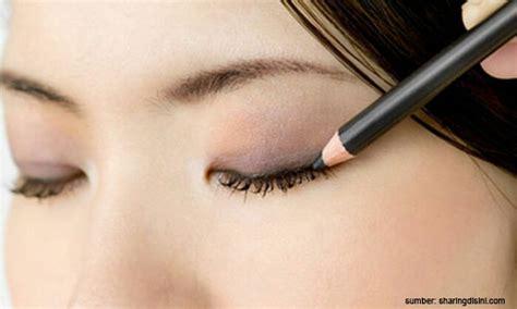 Eyeliner Pensil Sariayu yuk kenali jenis eyeliner yang bisa bikin matamu tambah cantik loop co id