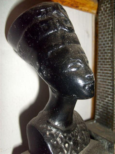 Miniatur Borobudur In Piramida foto miniatur bertema mesir kuno jeprat jepret fotografi