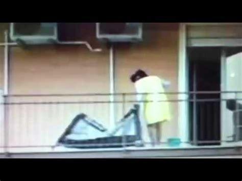 donna spiata in bagno compieta spiata repeatvid