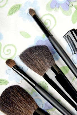 how to clean makeup brushes at home easy