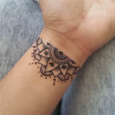 25 small feminine tattoos for 25 small feminine tattoos for 2018 tiny